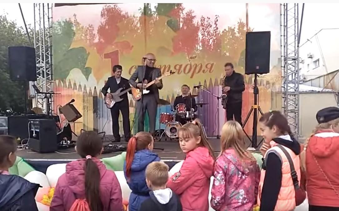 Группу на детский праздник пригласил местный депутат / скриншот