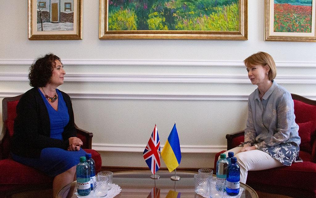 Посол Великобритании Мелинда Симмонс и заместитель главы МИД Елена Зеркаль / фото mfa.gov.ua