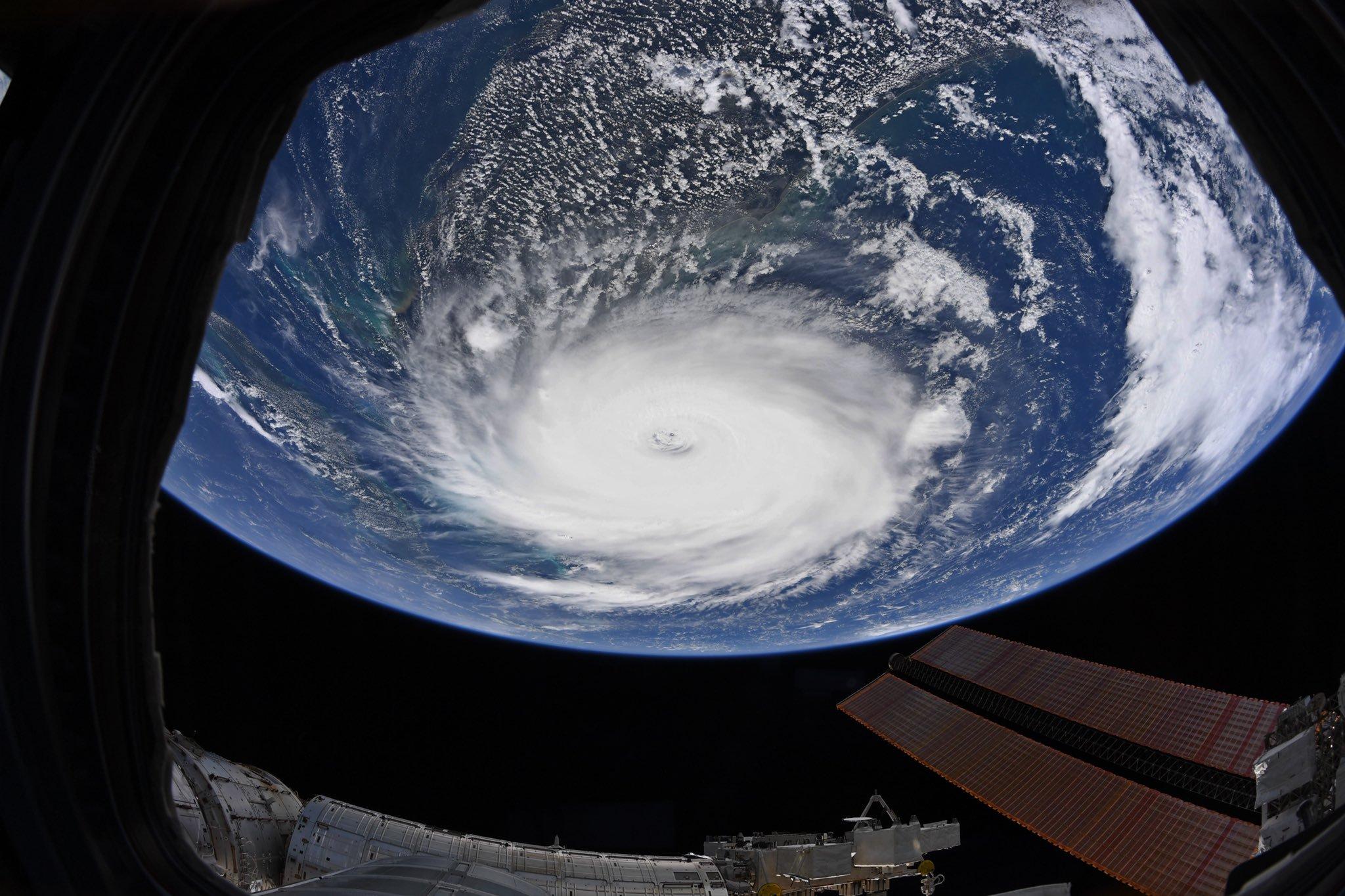 """Ученые показали молнии в урагане """"Дориан"""" / NASA"""
