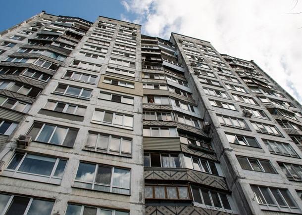 Девушка выпала с 7-го этажа дома и получила многочисленные травмы / фото: Информатор