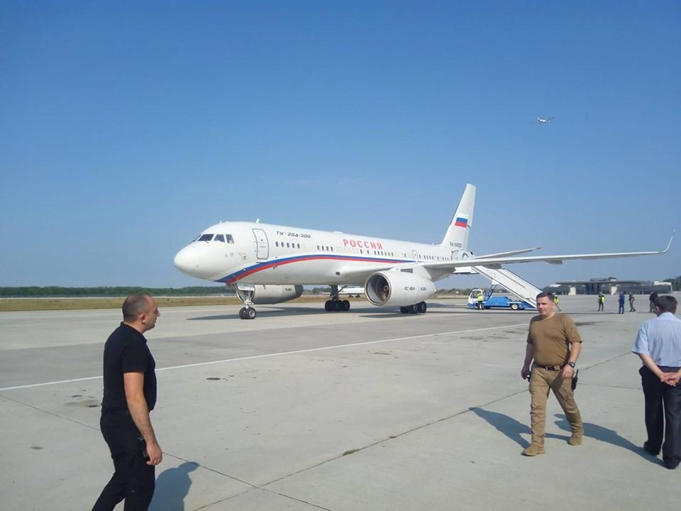 """Российский самолет в """"Борисполе"""" / facebook.com/andriy.tsaplienko"""
