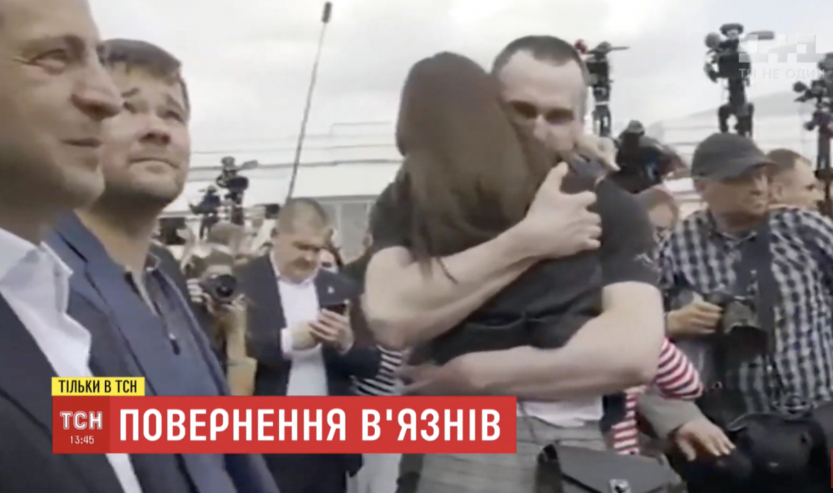 Олег Сенцов повернувся в Україну / скріншот
