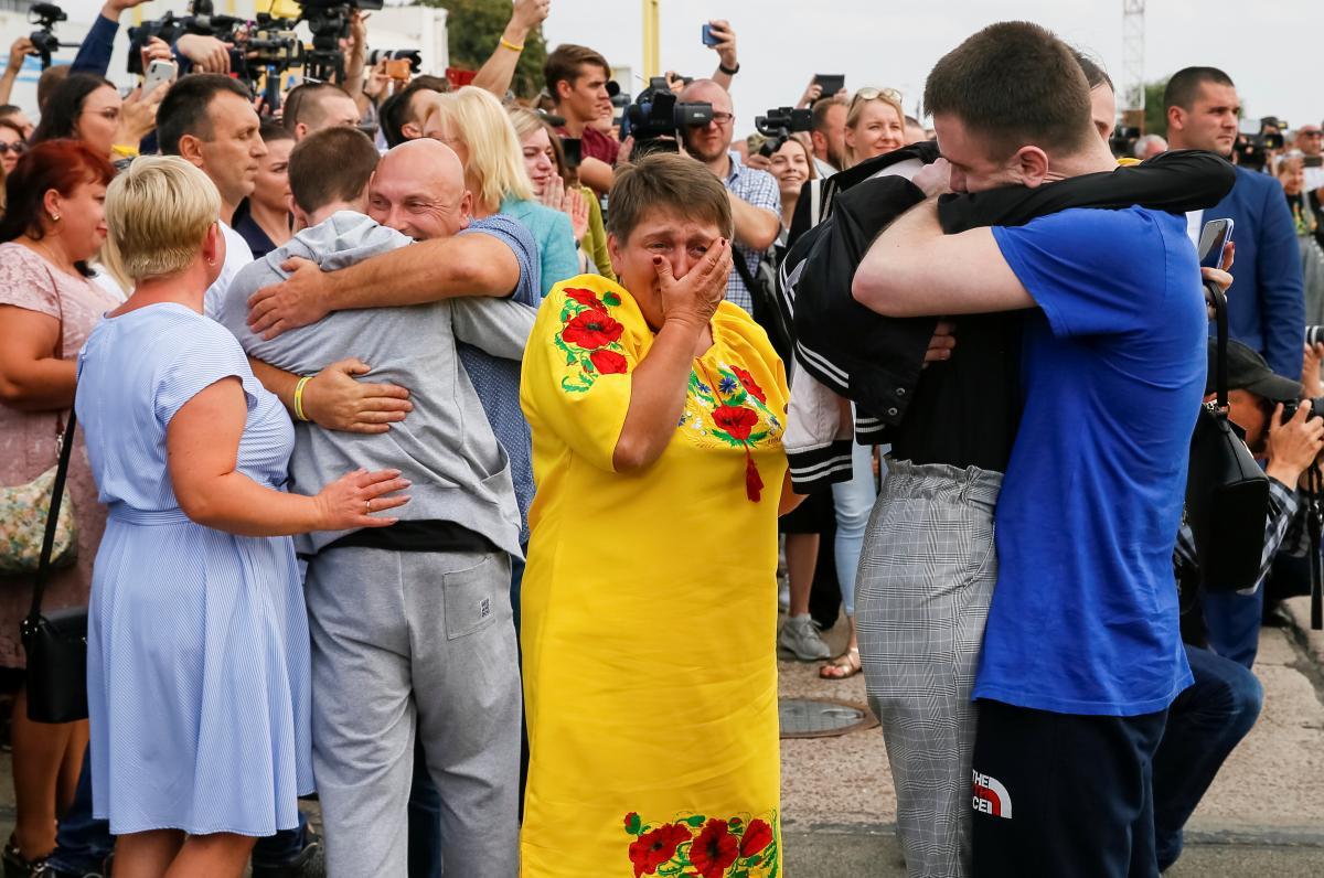 Не усі в Україні раділи успішному обміну в'язнями / Иллюстрация REUTERS