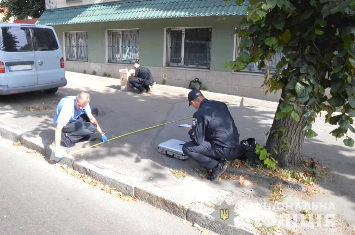 Один з інкасаторів отримав поранення у ногу/ фото ГУ НП в Житомирській області