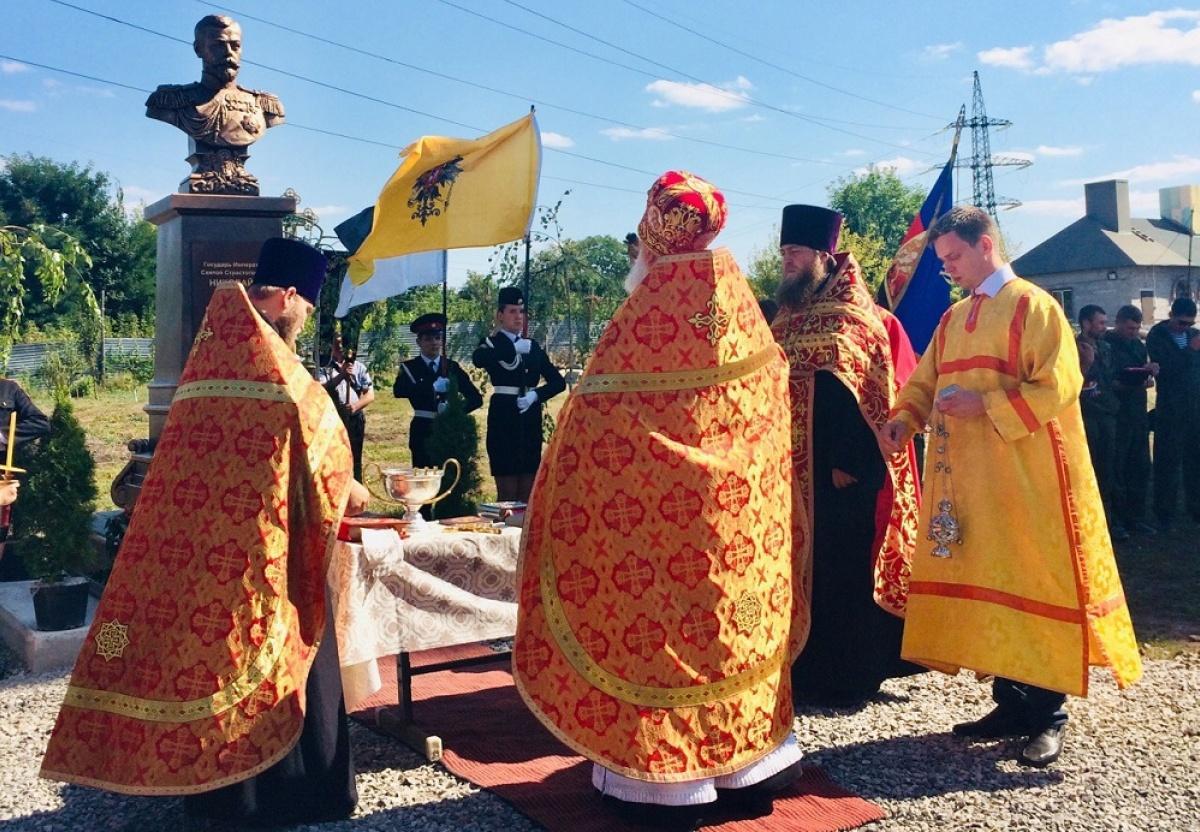 В поселке Горняк появился бюст российскому императору / фото сообщество «Свято-Благовещенский храм» во «ВКонтакте»
