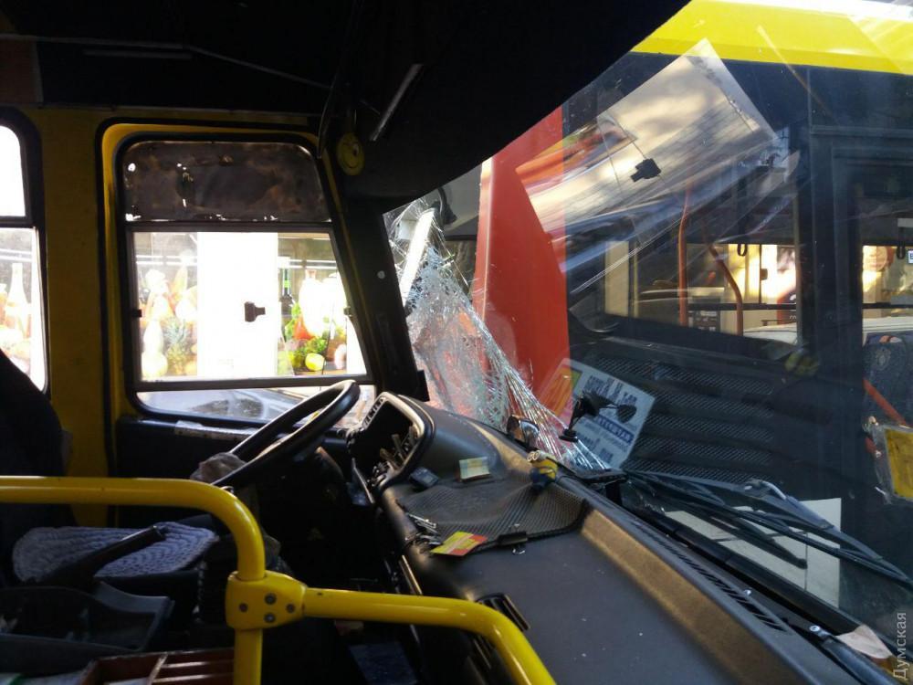До лікарень після аварії звернулися семеро людей/ фото Думская