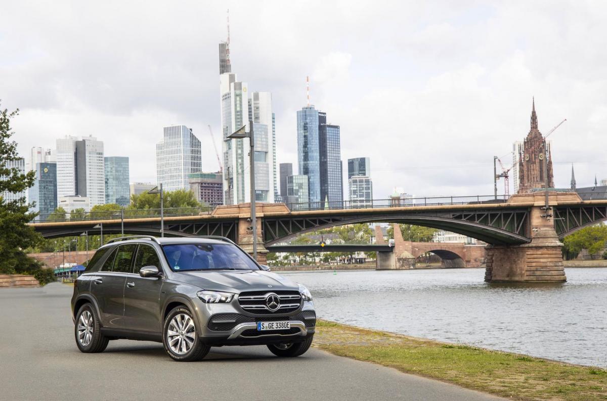 Mercedes-Benz представил гибридные версии GLC и GLE / фото Mercedes-Benz