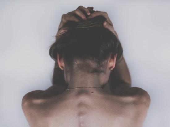Девушка пережила групповое изнасилование / фото pixabay.com