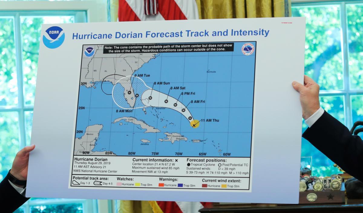 """На карті чорним фломастером було домальовано можливий маршрут """"Доріана"""", що проходить через Алабаму / REUTERS"""