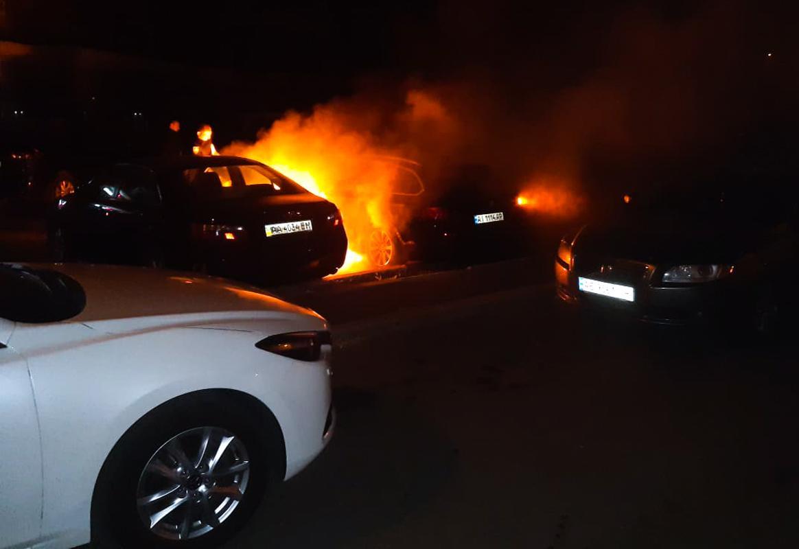 В Киеве пожар уничтожил несколько автомобилей / Информатор