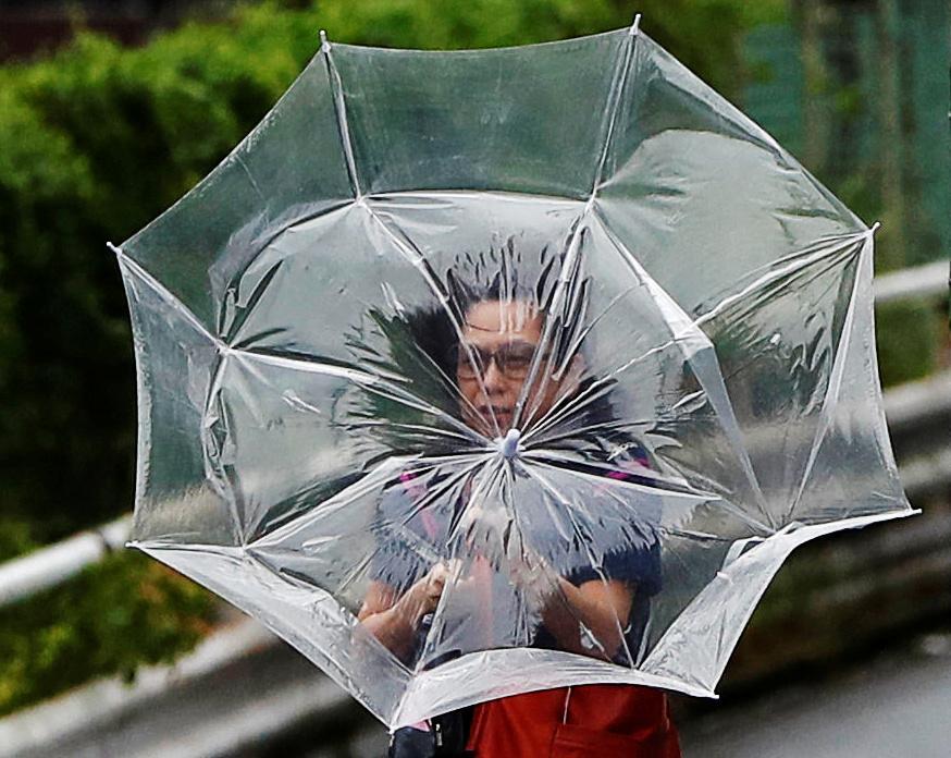 Накрив японію тайфун / REUTERS