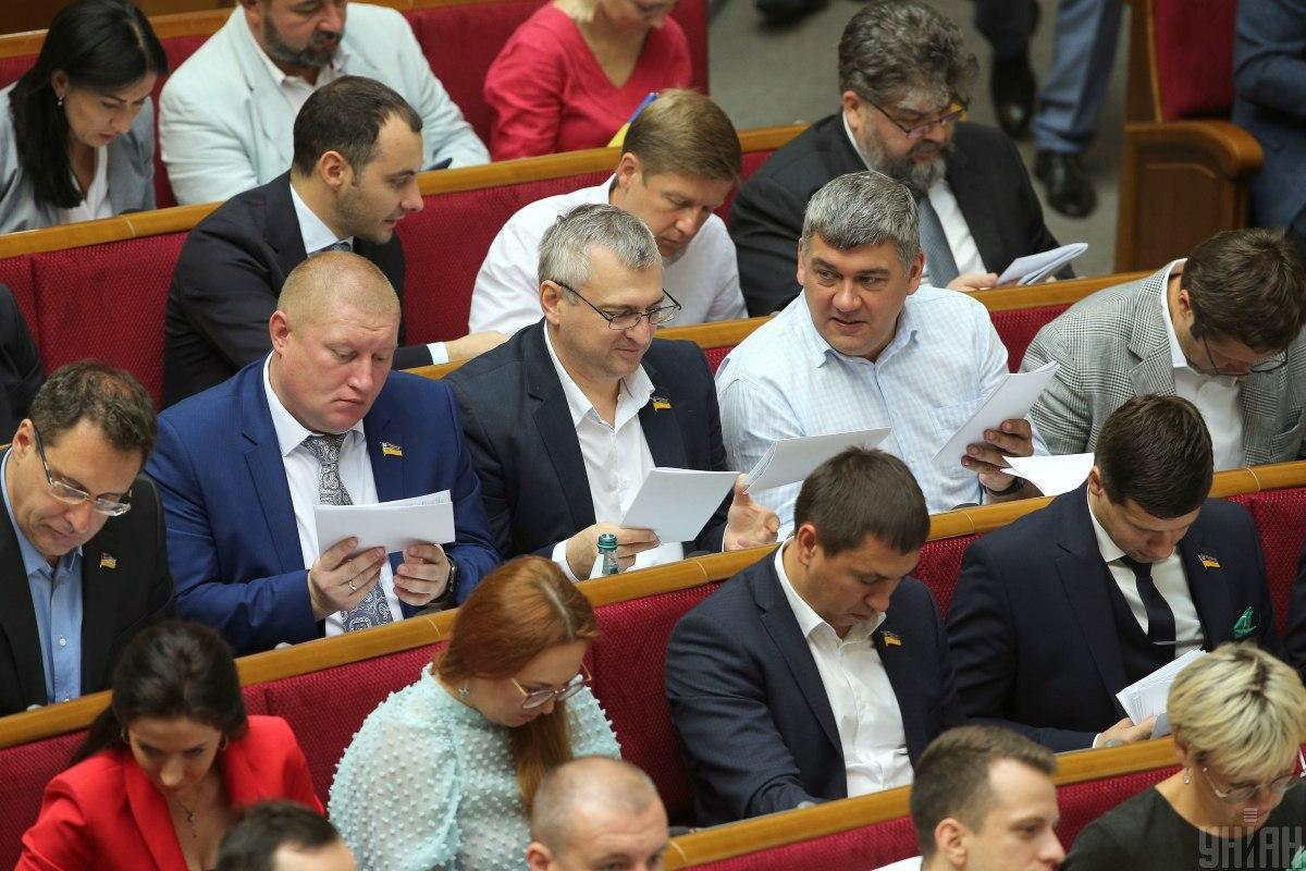 """Законопроектом також скасовуються так звані """"поправки Лозового"""" / УНІАН"""