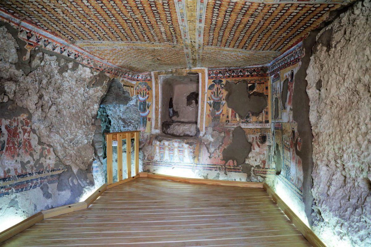 На восстановленных стенах гробниц видны яркие рисунки / facebook.com/moantiquities