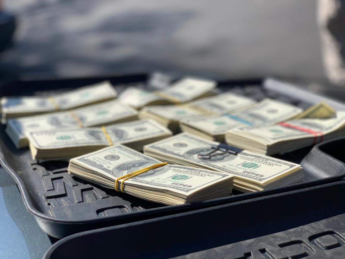 Задержанные также продавали за 1 млн долларов должность руководителя на одном из предприятий / фото: НАБУ