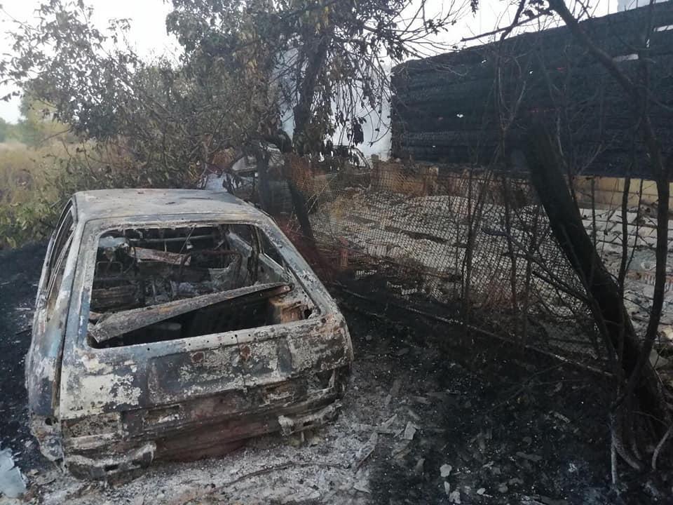Пожар начался с возгорания сухой травы / фото: Николай Чечеткин/Facebook