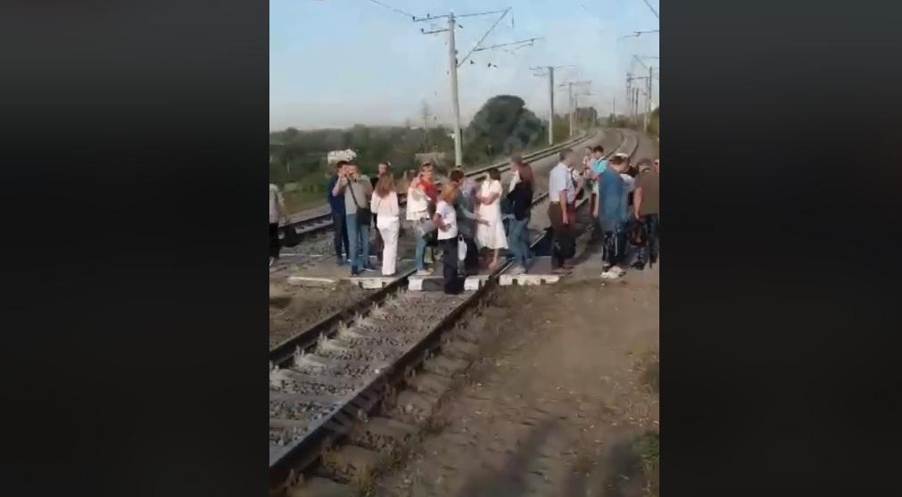 В Киеве снова блокировали городскую электричку / Facebook, Киев Оперативный