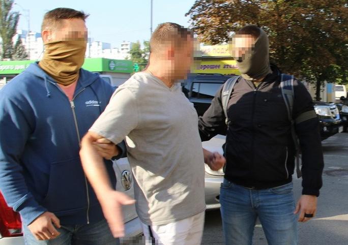 Злочинне угрупування складалося з колишніх та чинних співробітників Нацполіції таСБУ / прес-центр СБУ