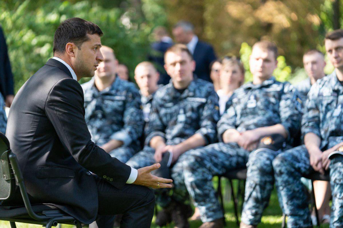 Зеленський зустрівся зі звільненими українськими військовими моряками / фото president.gov.ua