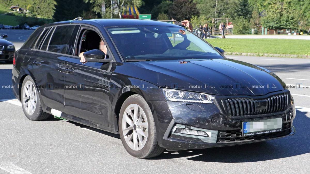 На свежих фото автомобиль замечен в знакомом камуфляже / фото motor1.com