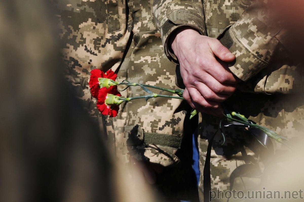 Поранений вчора у зоні ООС український військовослужбовець помер у лікарні / фото УНІАН