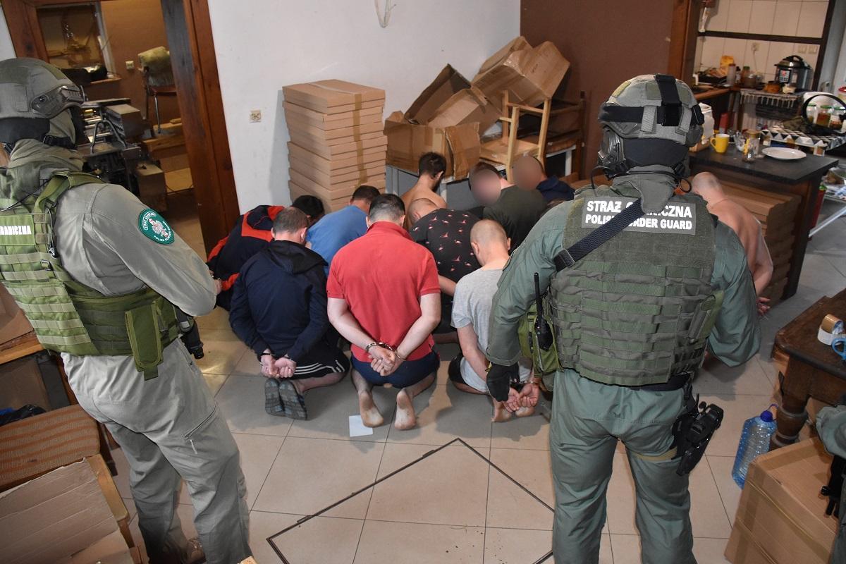 Все задержанные проживали на территории домовладения/ фото:nadbuzanski.strazgraniczna.pl