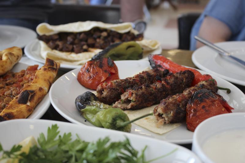 М'ясо з овочами на грилі / фото УНІАН