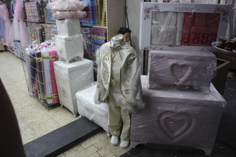 Національне вбрання для ритуалу обрізання / фото УНІАН