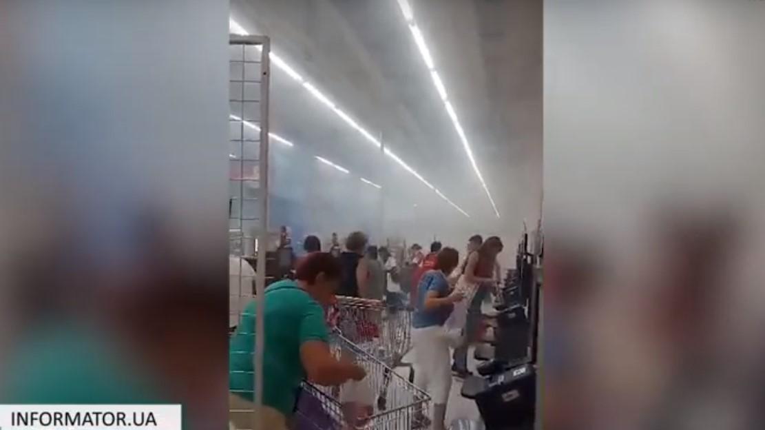 Відвідувачів супермаркету евакуювали / скріншот