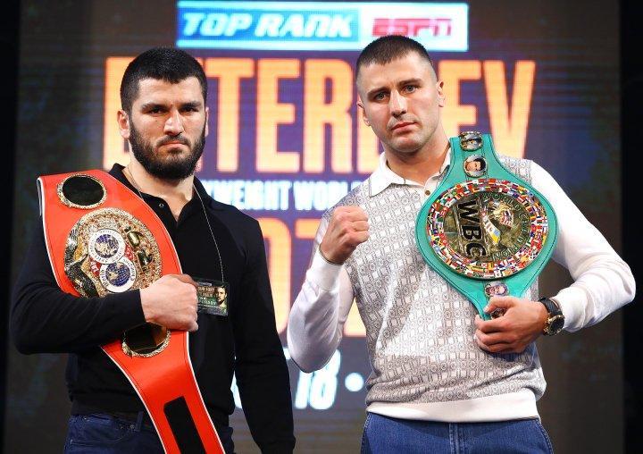 Александр Гвоздик и Артур Бетербиев будут боксировать за два пояса / фото: boxingscene.com