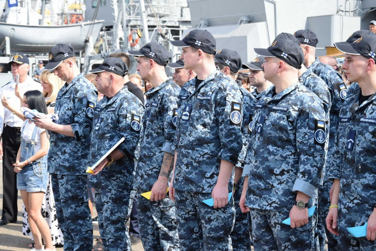 14 сентября освобожденные из российского плена моряки прибыли в Одессу / фото ВМС ВСУ