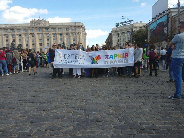 Марш равенства отделили рядом автобусов и границей правоохранителей / фото: hromadske