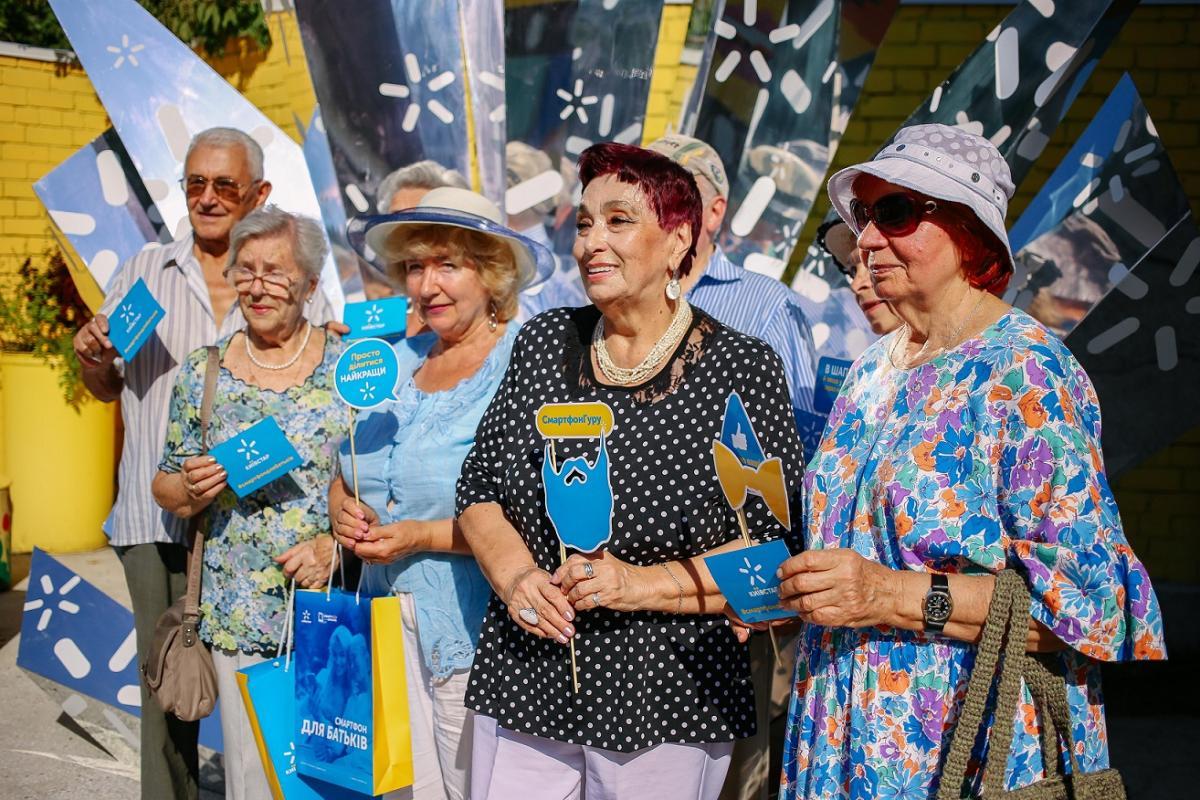 Количество клиентов Киевстарв возрасте 55+, которые пользуются смартфонами, постоянно растет