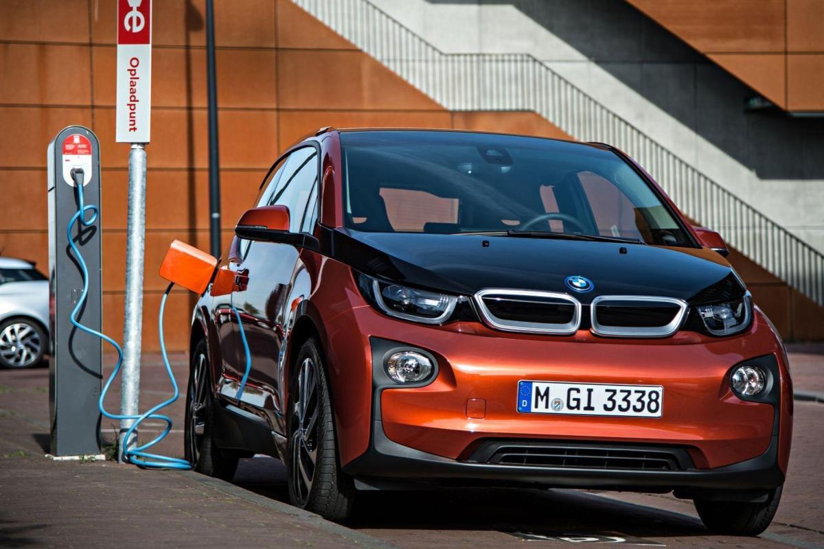 BMW не планує оновлювати електрокар i3 / фото BMW