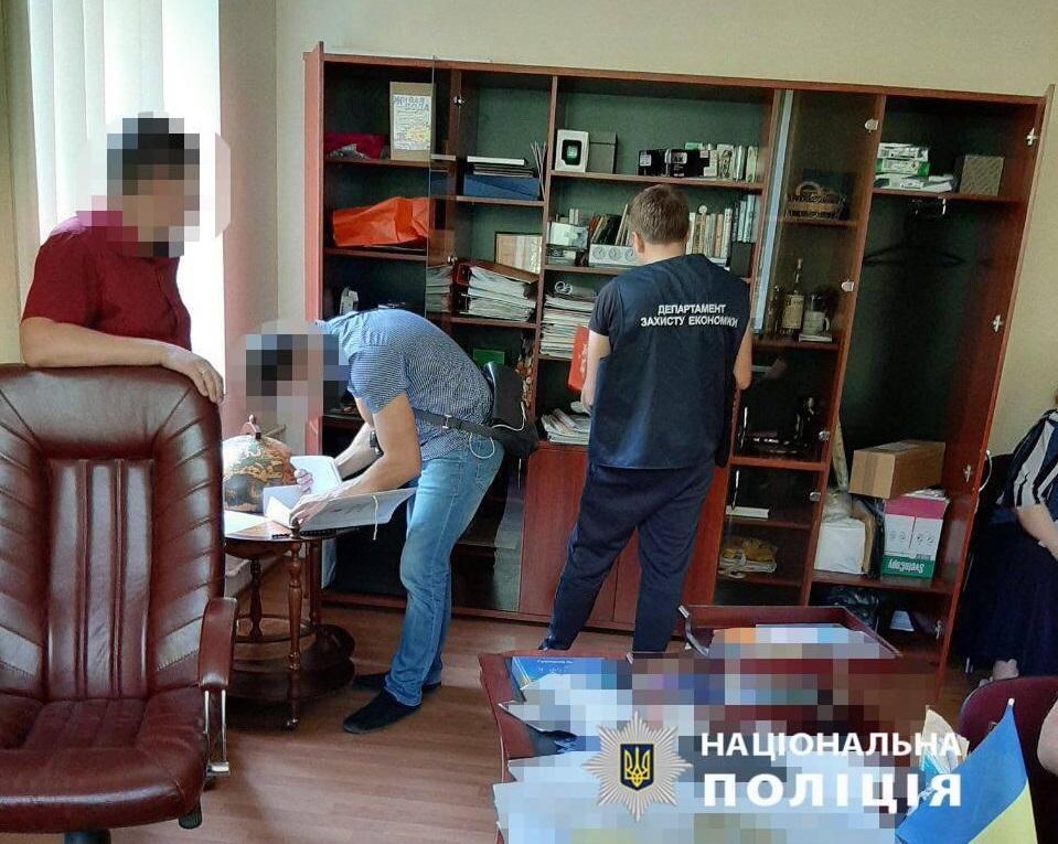 Полиция задержала чиновников, которым ранее объявила о подозрении / отдел коммуникации ГУНП в Днепропетровской области