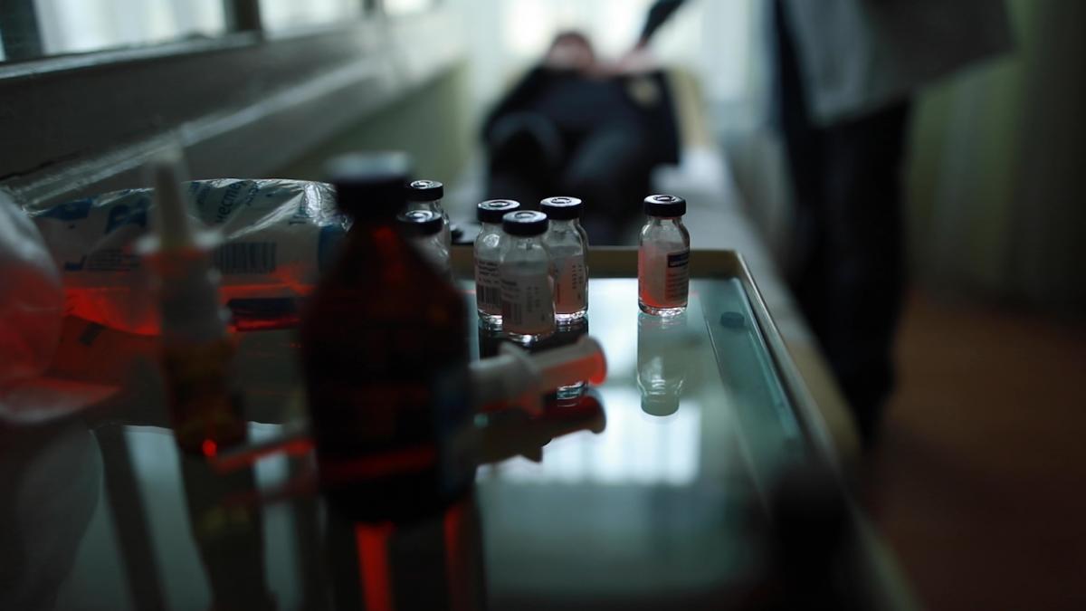 Щоб побороти корупційні схеми із закупівлею ліків, Україна у 2015 році розпочала співпрацю з ЮНІСЕФ, ПРОООН та Crown Agents