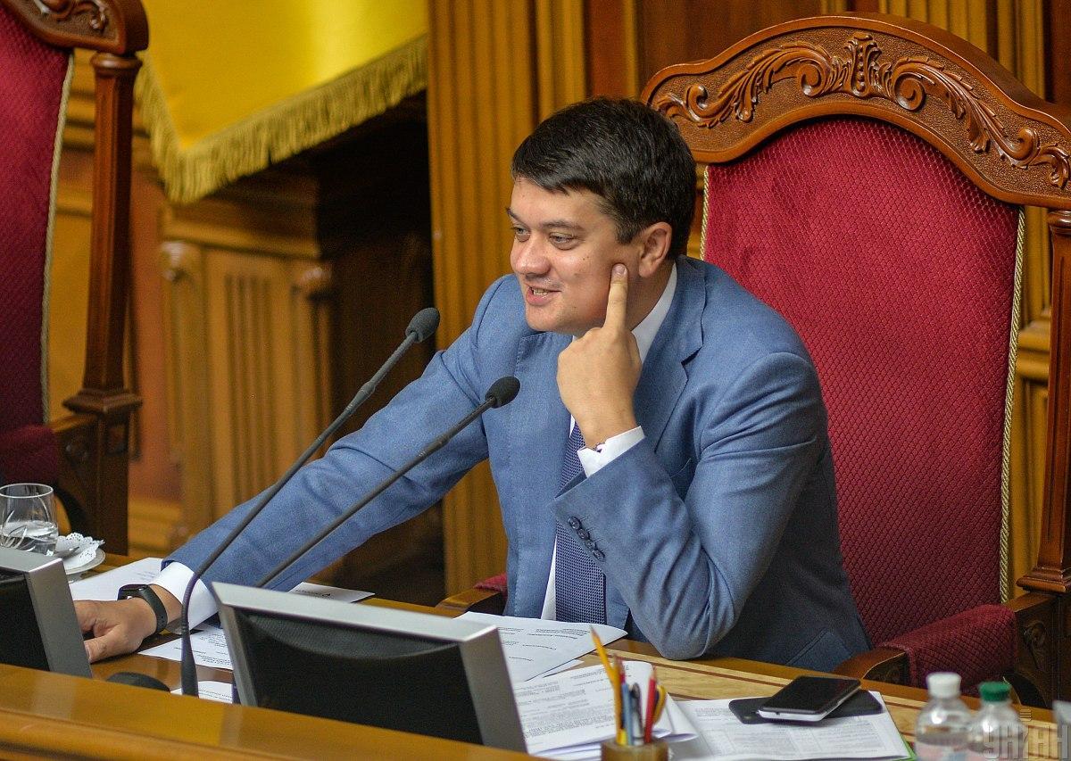 Председатель ВР также отметил, что сессионный зал - это не место для курения / фото УНИАН