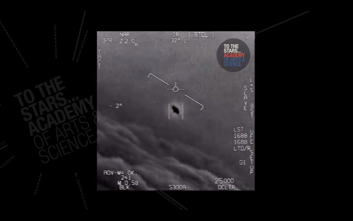 """Американські військові називають НЛО """"незрозумілими повітряними явищами"""" / скріншот з відео"""