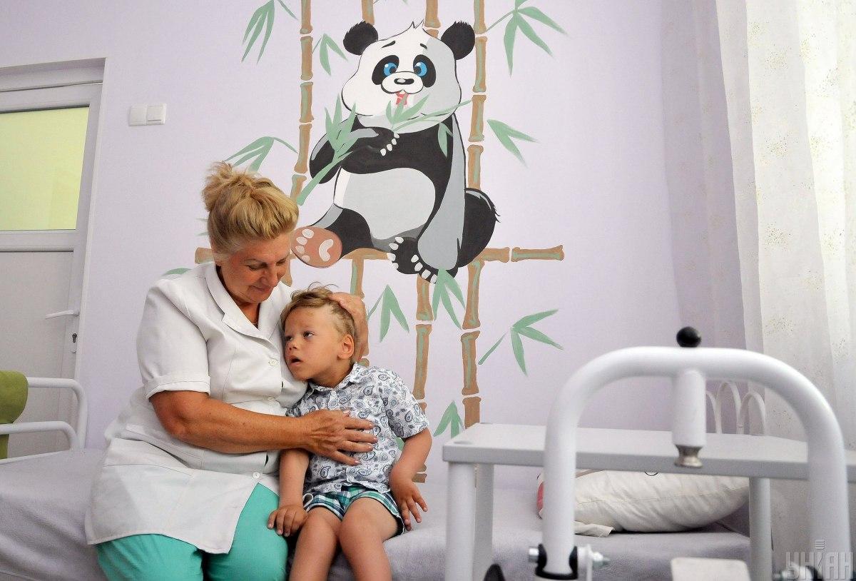 Появление стационаров не значит, что всех детей заберут в больницы / УНИАН