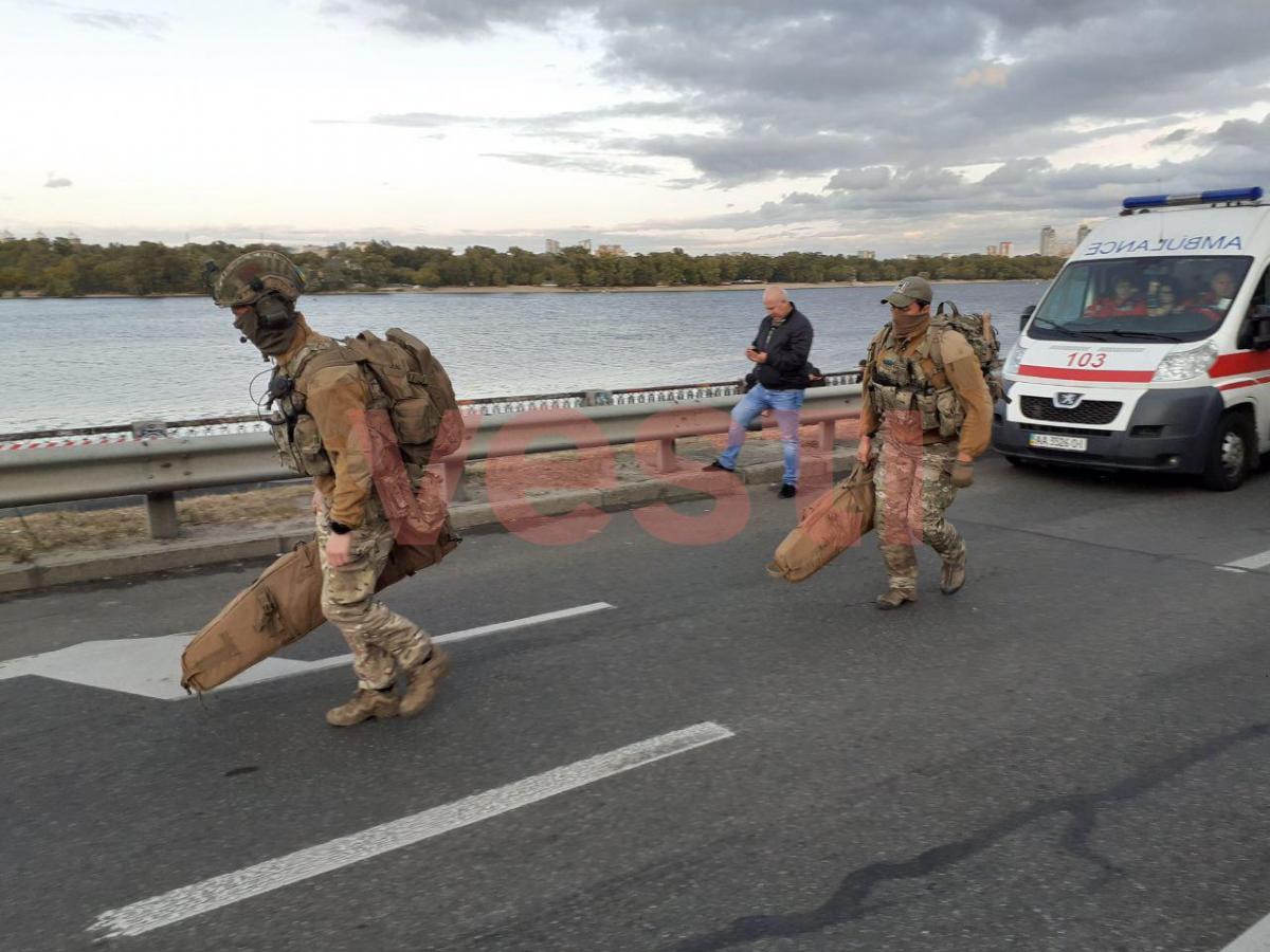 На місце блокування мосту метро прибули снайпери / фото Vesti