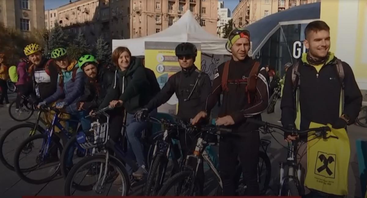 Киевляне сегодня ехали на работу на велосипедах / скриншот