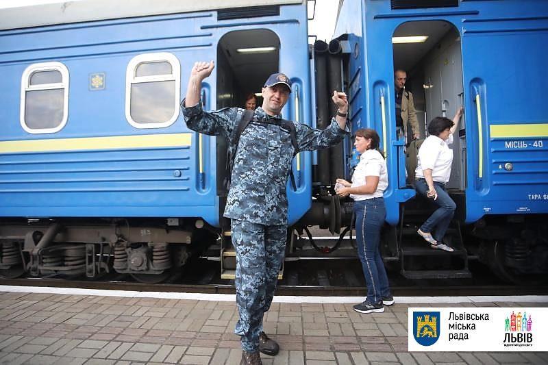 Моряк Андрей Оприско вернулся во Львов / фото ЛГС