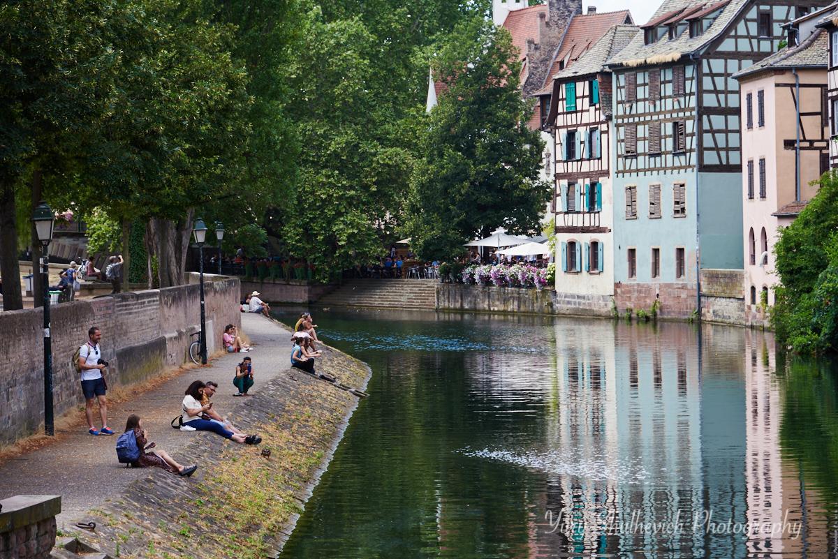 Страсбург розташований на річці Іль / фото Yury Shulhevich