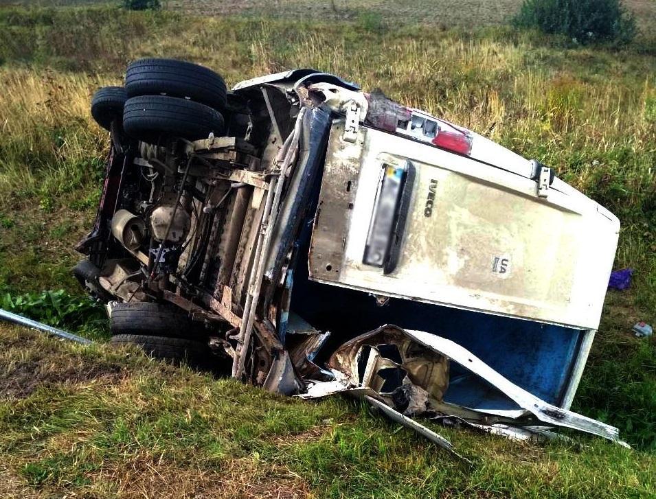Второй микроавтобус съехал в кювет / фото: lv.npu.gov.ua