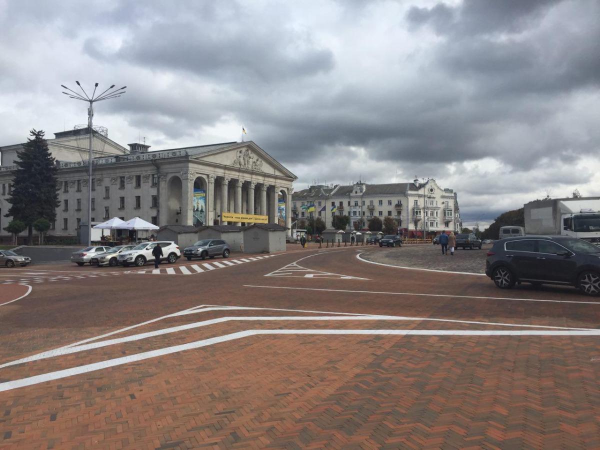 За даними міськради, вартість реконструкції площі становить 56 мільйонів гривень / фото УНІАН