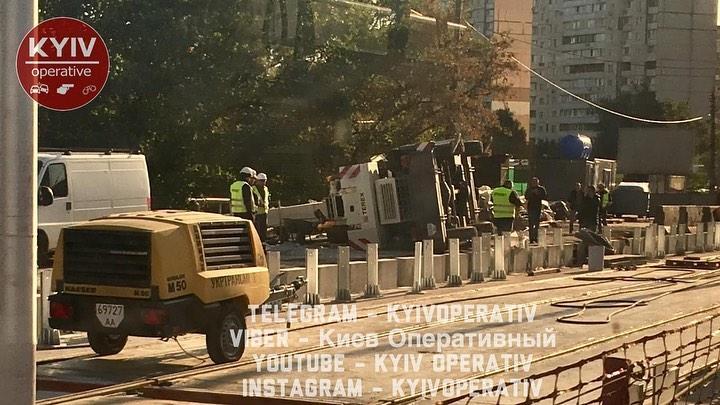 На Борщагівці у Києві перевернувся будівельний кран / фото Київ оперативний