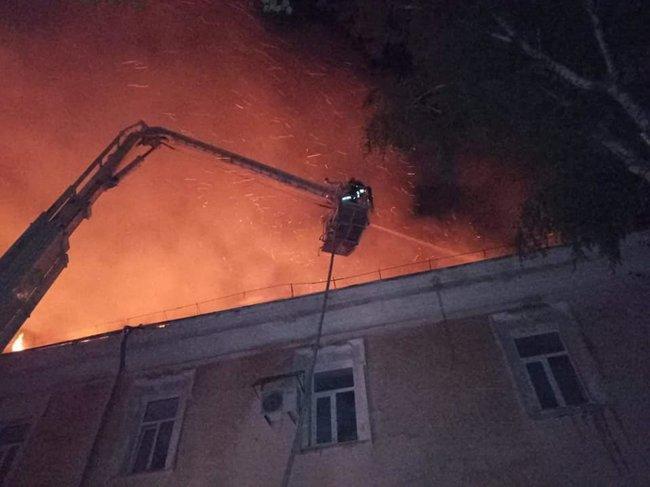 В Луцке ликвидирован пожар в военном госпитале / фото dsns.gov.ua