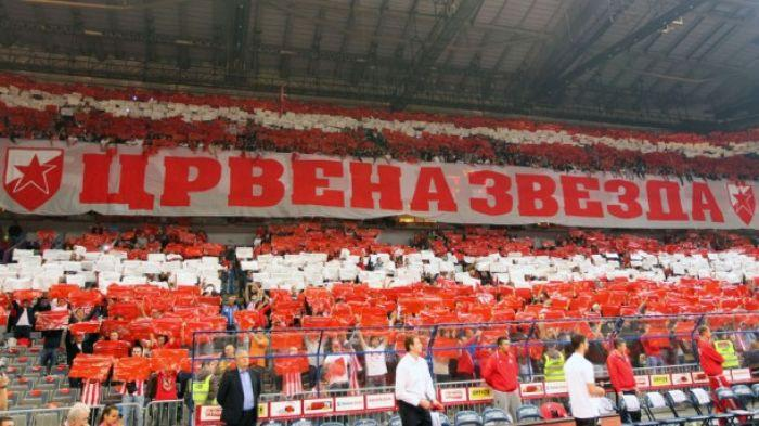 Фанати сербського клубу підтримують політику Росії / фото: uefa.com
