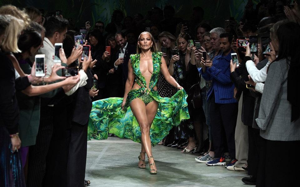 Сукня, в якій Лопес з'явилася 19 років тому, стало культовою / фото Vittorio Zunino Celotto