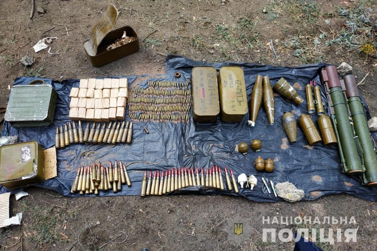 Наразі правоохоронці шукають власника вилученого арсеналу / фото npu.gov.ua