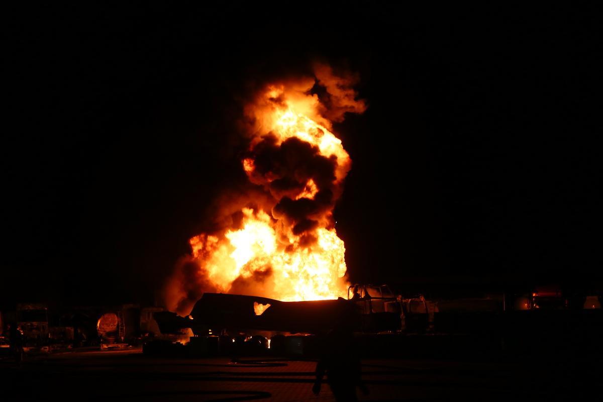 На вулиці Віскозної горить цистерна з паливом / фото Інформатор